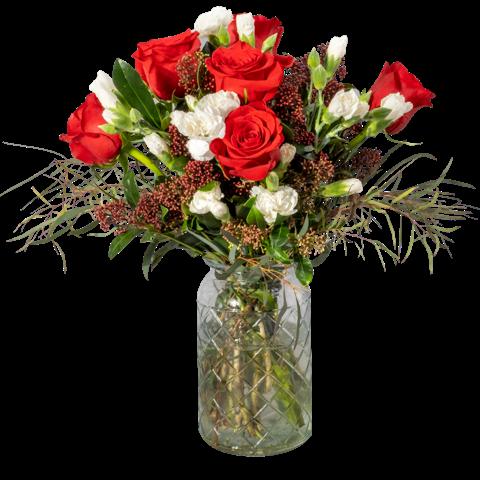 Corazón Blanco: rosas rojas y mini claveles blancos